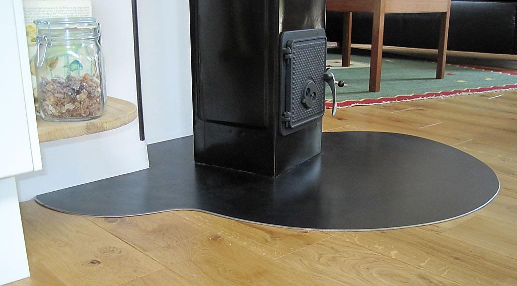 das ofenschutzblech in individueller form b ro f r m bel und wohndesign. Black Bedroom Furniture Sets. Home Design Ideas