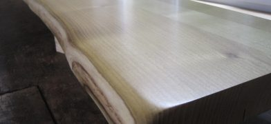 Holz-Fentserbänke mit natürlicher Baumkante