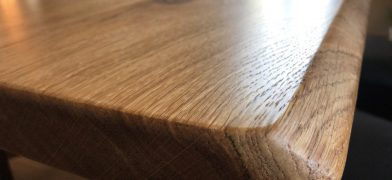 Eiche Tischplatte mit Natzrukanten, Baumkanten