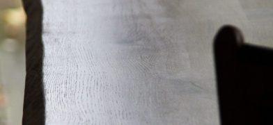 Eiche Tischplatte mit Naturkante, Baumkante