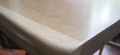 Tischplatte Eiche ohne Äste mit Naturkante, Baumkante, lackiert