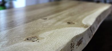 Eiche Tischplatte mit Naturkanten, Baumkanten