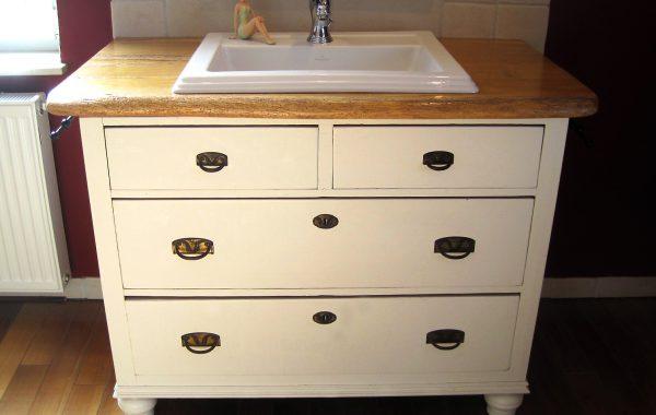Antike Gründerzeit-Kommode aufgearbeitet zum modernen Waschtisch