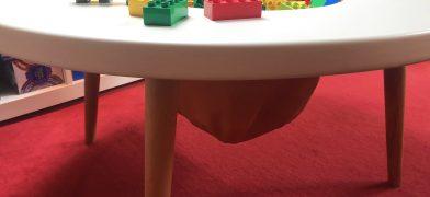 Kindertisch und Spieltisch für das Kinderzimmer mit Staufach als Spiegelei